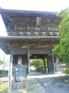 8番札所熊谷寺の山門