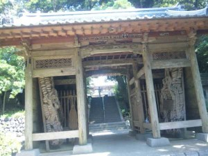 26番札所金剛頂寺の山門