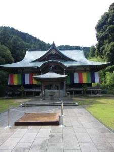 64番札所前神寺の本堂
