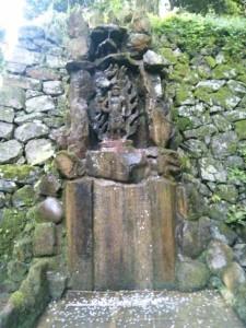 64番札所前神寺の御滝不動尊