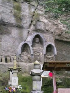 71番札所弥谷寺の阿弥陀三尊像
