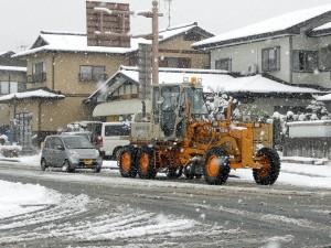 除雪車が走る
