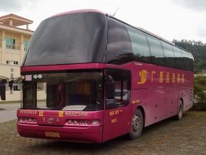 中国側のバス
