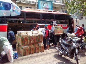 大量の荷物を詰め込む