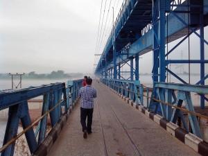 サーダ川に架かる橋