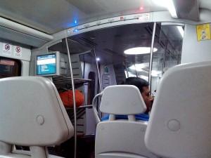 ニューデリー空港線の地下鉄車両