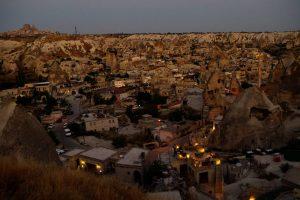 夜明け前のギョレメの町並み