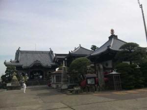 17番札所井戸寺の境内