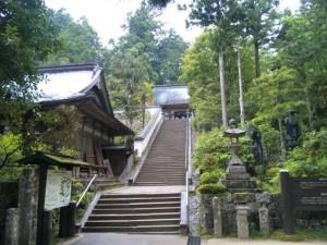 鶴林寺本堂へ続く階段