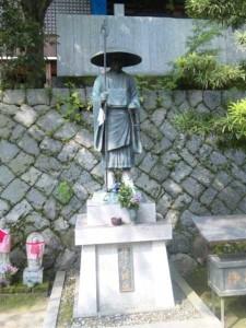 57番札所栄福寺の修行大師像