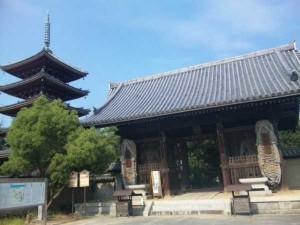 86番札所志度寺の山門と五重塔