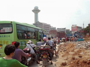 大渋滞の原チャリ集団