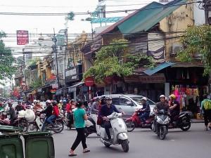 ハノイ旧市街の交差点