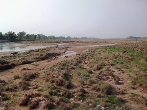 干上がったナイランジャラー川