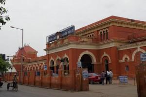アグラ・フォート駅