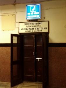 ファーストクラスの待合室入口