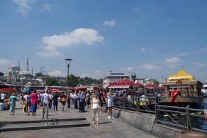 ガラタ橋前の広場