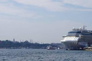 ポスポラス海峡の豪華客船