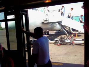 アルマトイ国際空港に到着